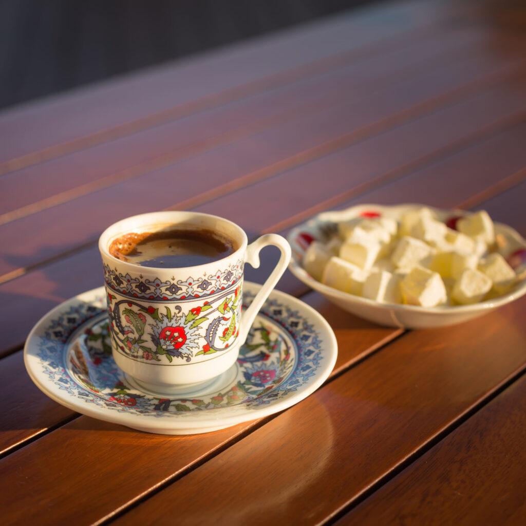 Šálek s pravou tureckou kávou